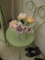 Roses_in_a_vase_2